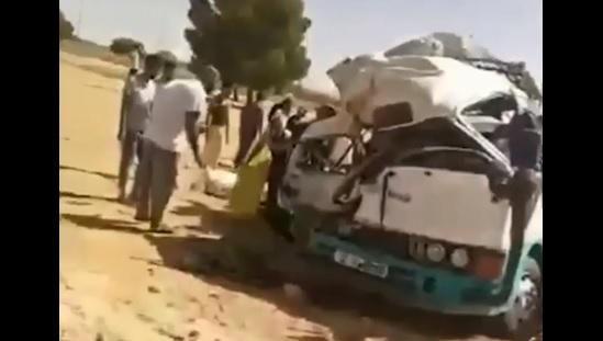 Algérie: VIDEO:Un terrible accident de la route occasionne 18 décès et 16 personnes blessées