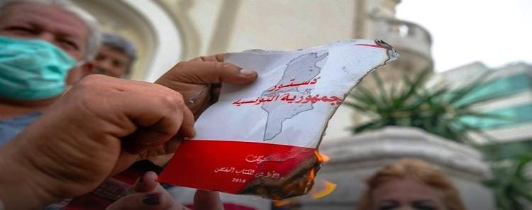 Tunisie – Des manifestants brûlent la constitution: Le parquet ouvre une enquête