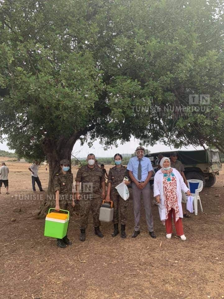 Béja [photos] : L'Armée nationale poursuit sa campagne intensive de vaccination à Nefza