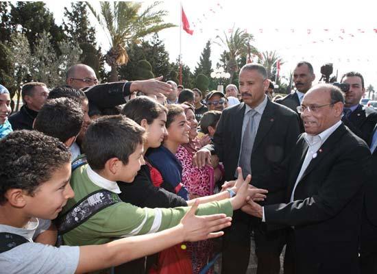 Reportage-Photos-Tunisie: Marzouki à Monastir accueilli par les écoliers