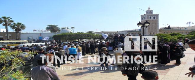 Vidéo – Reportage-Photos/Tunisie: Une manifestation à La Kasbah appelant à l'application de la chariaa