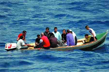 tunisie les familles des immigr s clandestins disparus en mars 2011 d posent des documents. Black Bedroom Furniture Sets. Home Design Ideas