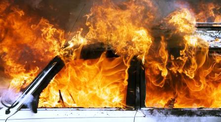 tunisie sousse explosion d 39 une voiture devant la clinique assalem part 176780. Black Bedroom Furniture Sets. Home Design Ideas