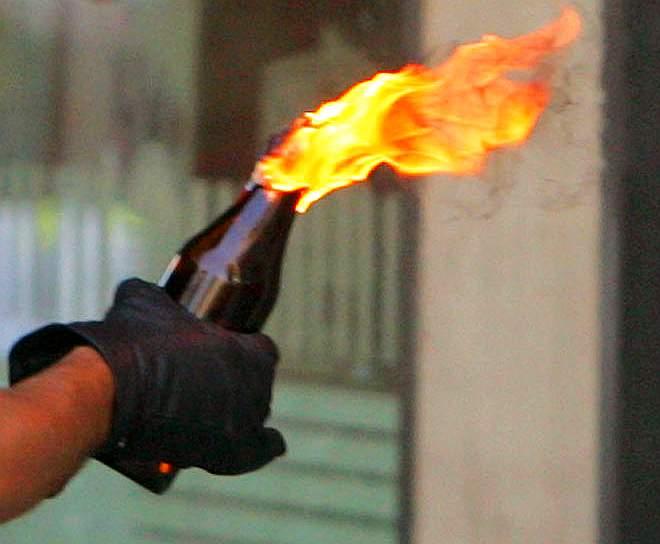 http://www.tunisienumerique.com/wp-content/uploads/molotov_cocktail_flam.jpg