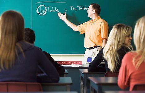 Les élèves baisent la photo du professeur
